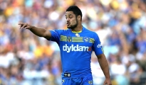 SYDNEY, AUSTRALIA - APRIL 21: Jarryd Hayne of the Eels points during the round seven NRL match between the Parramatta Eels and the Wests Tigers at ANZ Stadium on April 21, 2014 in Sydney, Australia.  (Photo by Ashley Feder/Getty Images)