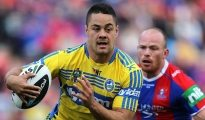 NEWCASTLE, AUSTRALIA - AUGUST 30: Jarryd Hayne of the Eels in action during the round 25 NRL match between the Newcastle Knights and the Parramatta Eels at Hunter Stadium on August 30, 2014 in Newcastle, Australia.  (Photo by Ashley Feder/Getty Images)